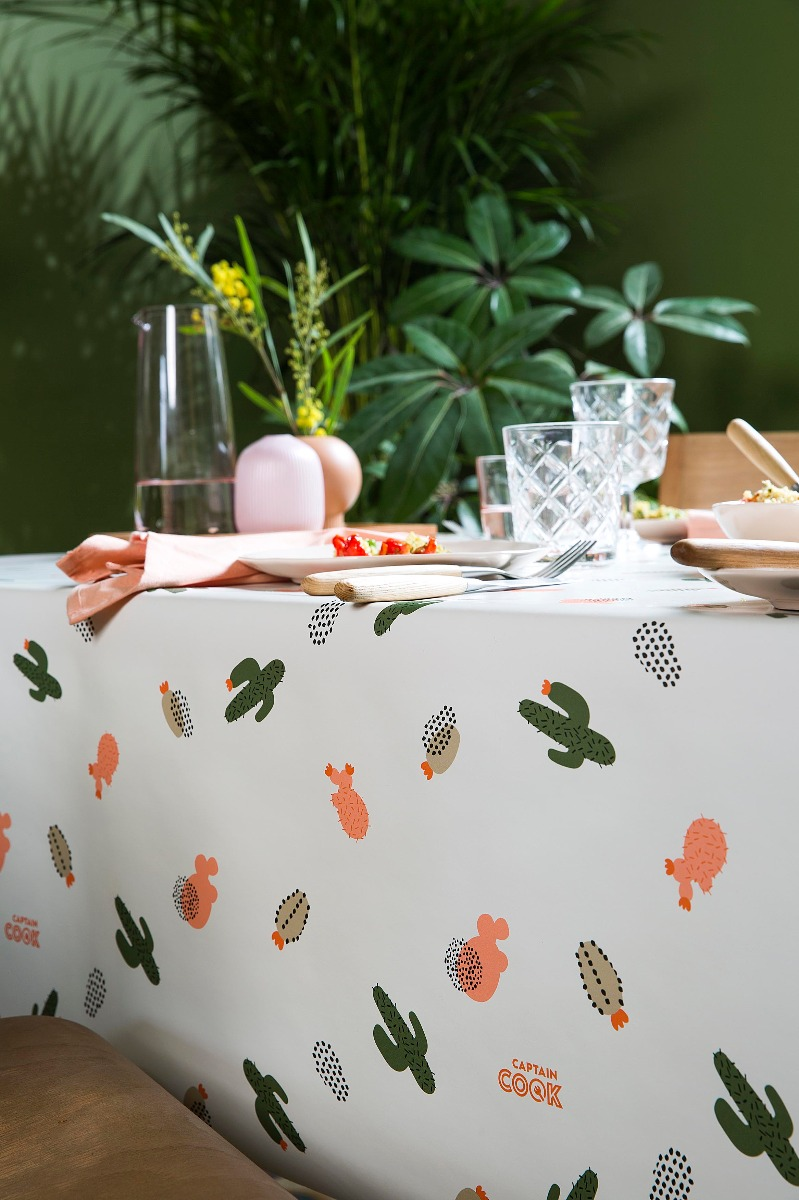 Het stuk tafelzeil dat letterlijk over de tafelrand hangt wordt de overhang genoemd