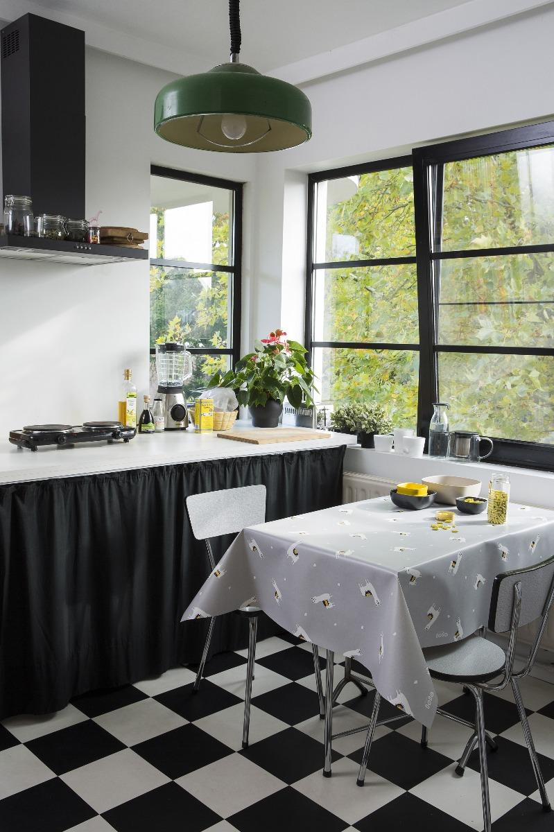 Een voorbeeld van wat een leuk hip tafelzeil (standaard kwaliteit) met je interieur kan doen.